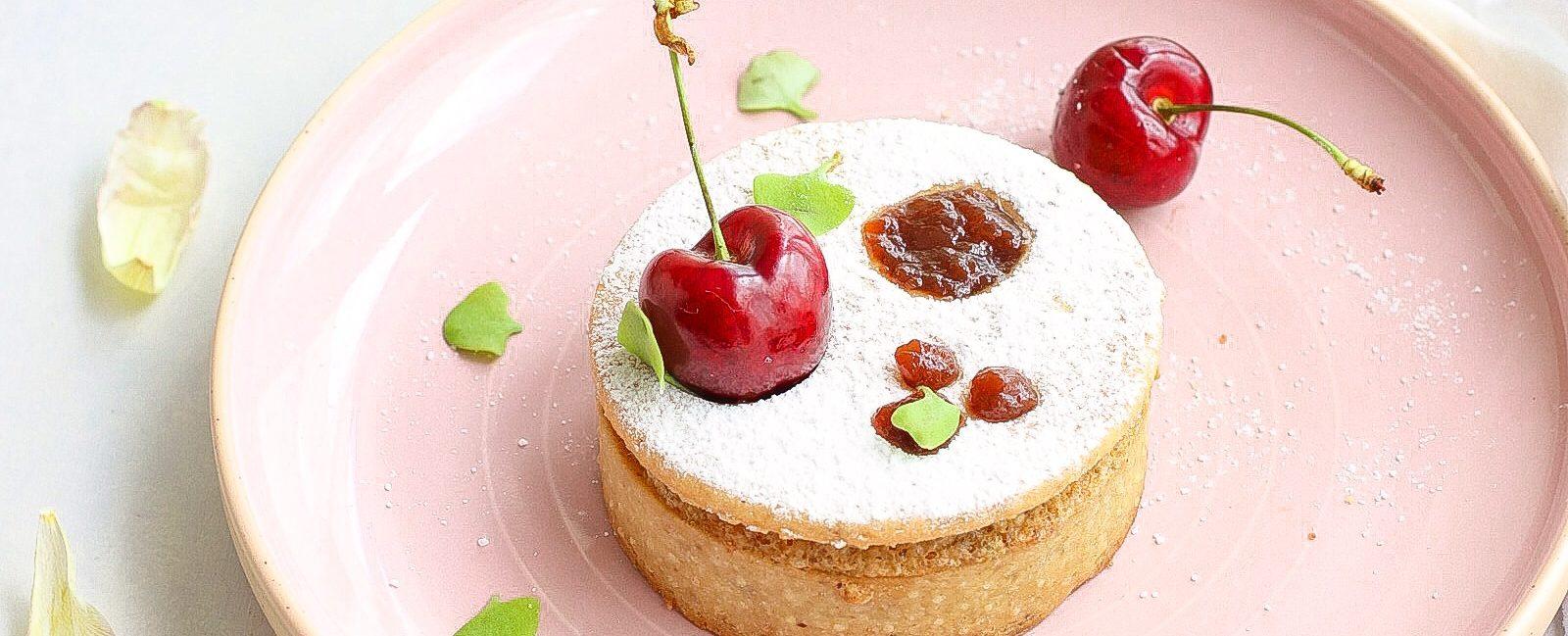Tartellette crema frangipane alle mandorle e ciliegie