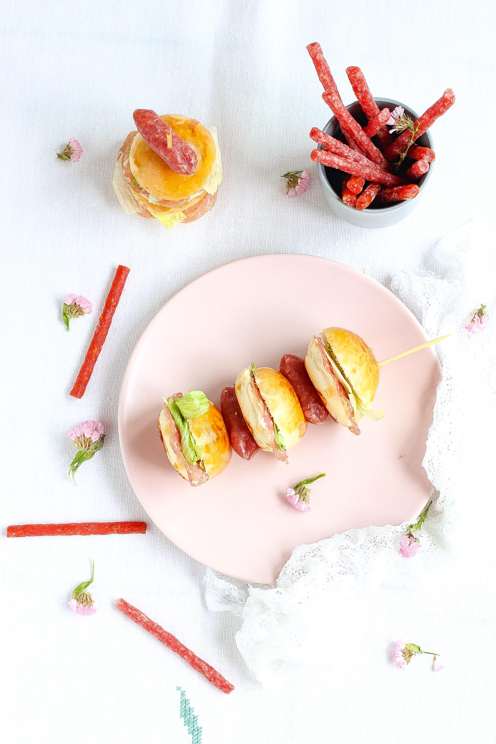 Mini burger con fettine di salame Citterio e formaggio