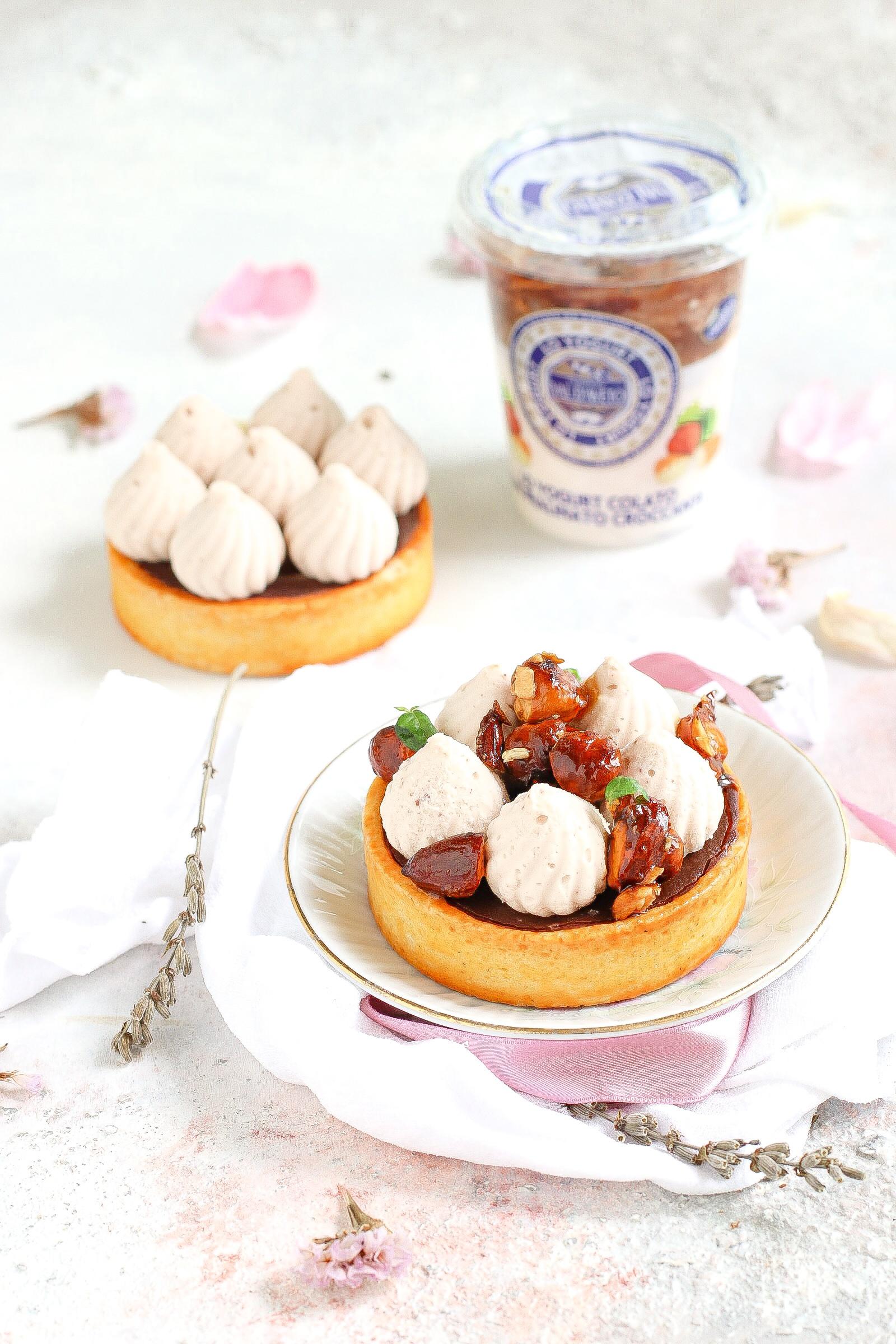 Tartellette al cioccolato con mousse allo yogurt colato