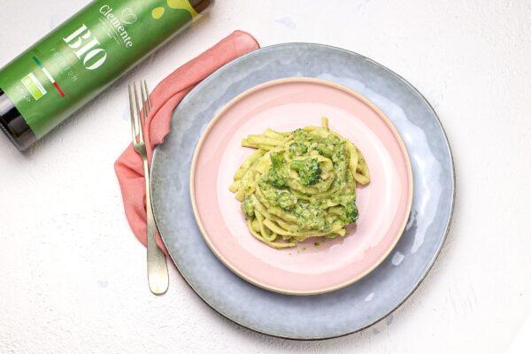 Troccoli con crema di broccoli e noci
